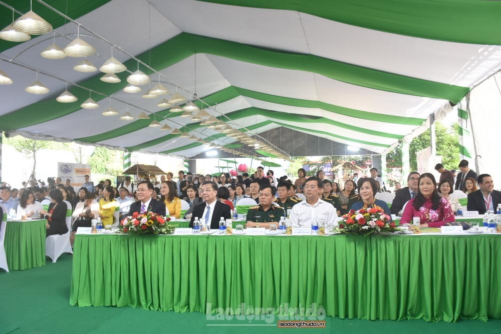 Hơn 300 nông sản, đặc sản cá tra Đồng Tháp được giới thiệu tại Hà Nội