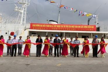 Kiểm ngư Việt Nam tiếp nhận tàu Fukuei và Koei
