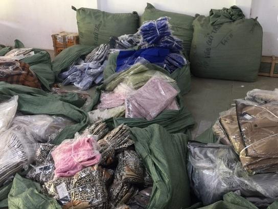 Phát hiện kho hàng thời trang nhập lậu với gần 8.000 sản phẩm tại Quảng Ninh