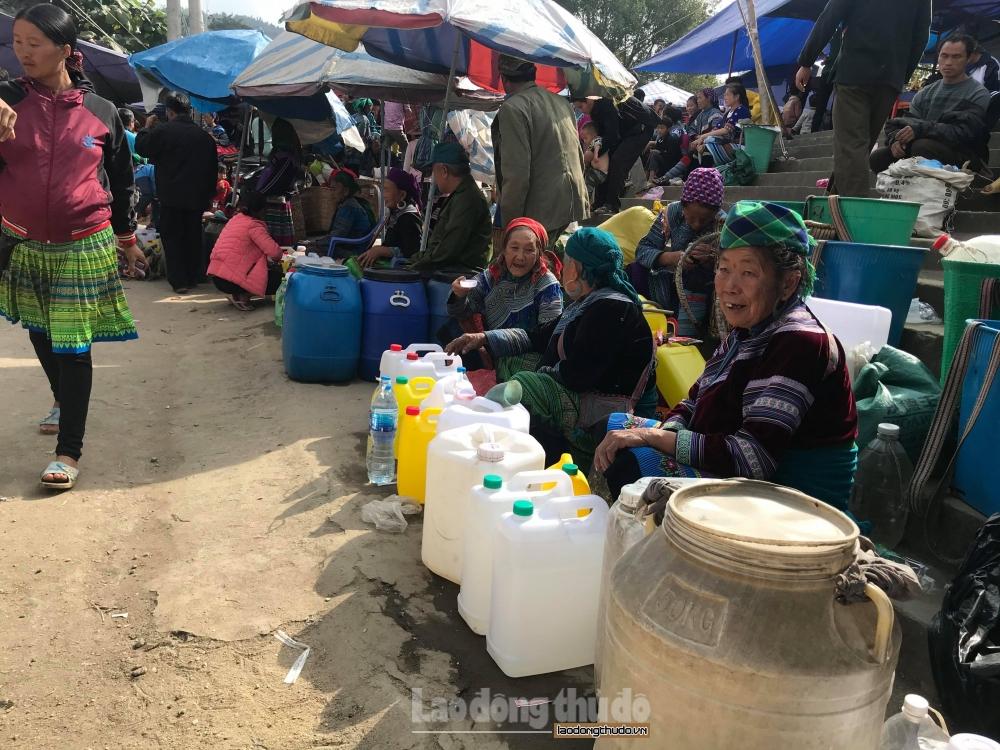 Xử lý gần 300kg thuốc bảo vệ thực vật không rõ nguồn gốc tại Hà Giang