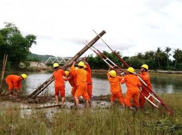 EVN khắc phục sự cố lưới điện do mưa lũ ở miền Trung
