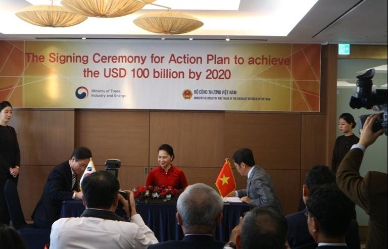 Việt Nam – Hàn Quốc ký biên bản ghi nhớ thực hiện mục tiêu đạt 100 tỷ USD
