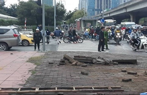 EVN Hà Nội lên tiếng về vụ nổ bốt điện trên đường Phạm Hùng