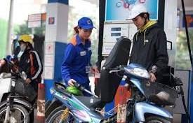 Giá xăng tăng gần 1.000 đồng/ lít
