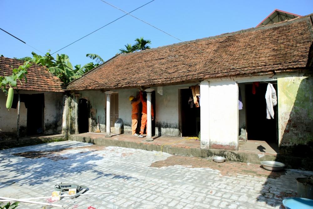 Thanh Oai: 100% hộ nghèo được sửa chữa, lắp đặt hệ thống điện
