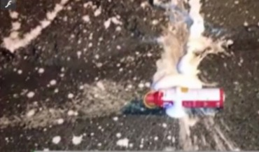Hà Nội: Bình cứu hỏa phát nổ trong xe BMW