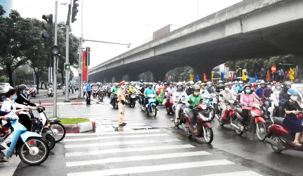 Văn hoá ứng xử người Hà Nội: Góc nhìn từ tuân thủ pháp luật giao thông