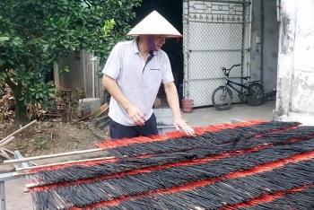 Hướng đi mới cho nghề sản xuất hương đen