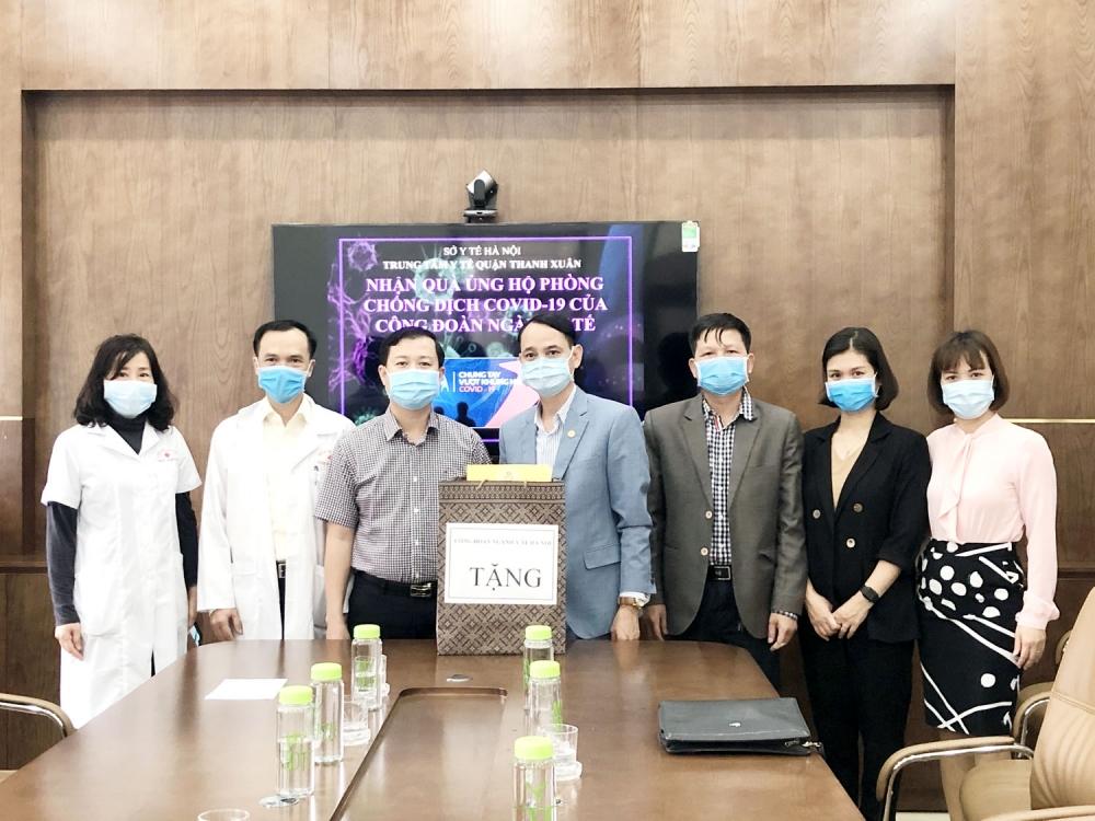 Tiếp thêm sức mạnh cho cán bộ y tế chống dịch Covid-19