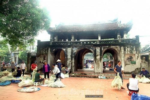 Chợ nón Làng Chuông – điểm đến làm ngỡ ngàng bao du khách