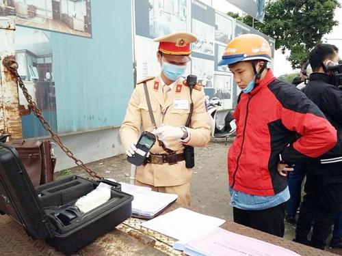 Cảnh sát giao thông Thủ đô đồng hành chống virus Covid-19