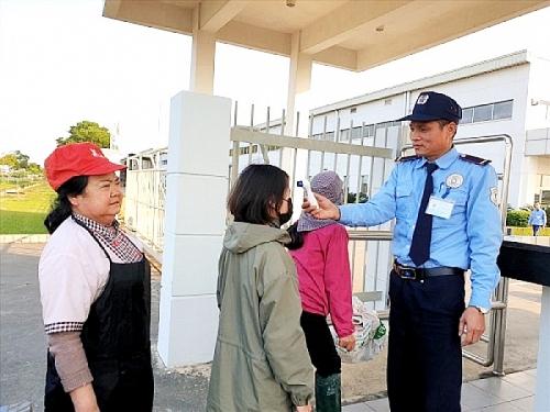 Chủ động tuyên truyền giúp công nhân phòng, chống dịch
