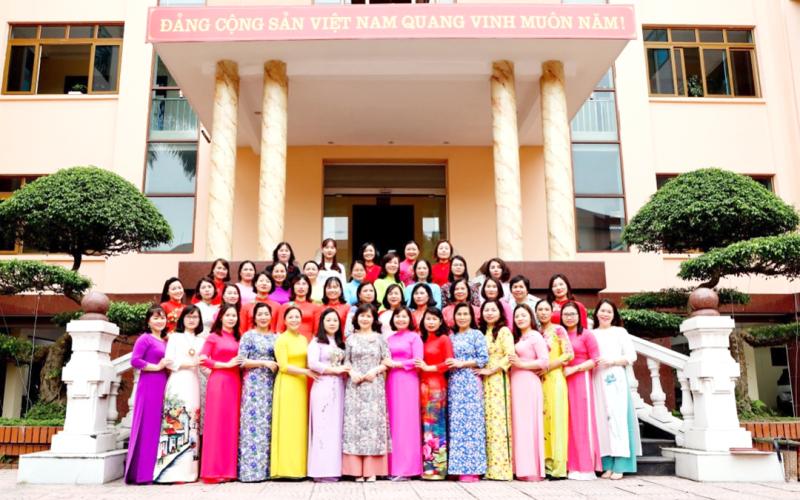Tôn vinh vẻ đẹp áo dài Việt