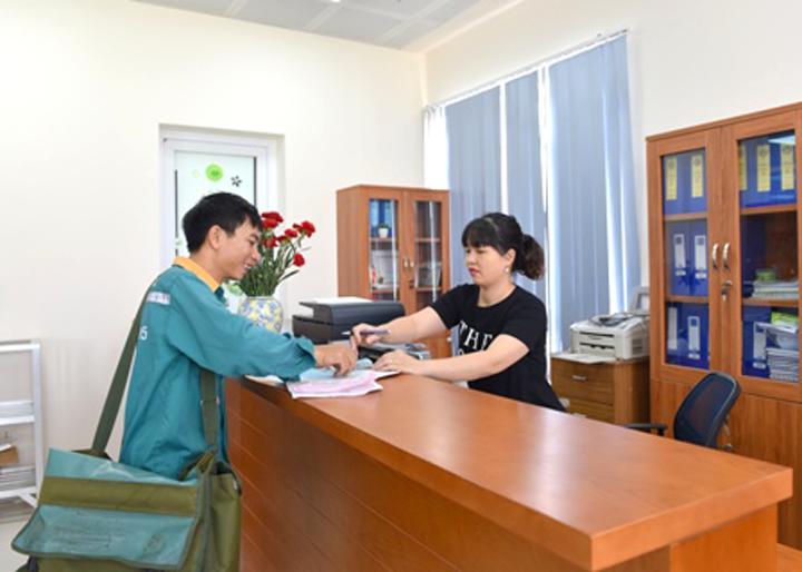 Tăng cường giao dịch hồ sơ điện tử và giao nhận hồ sơ qua bưu chính