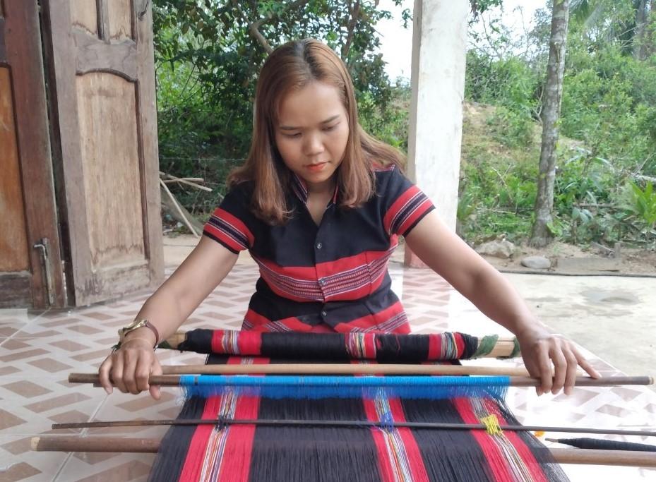 Khao khát bảo tồn văn hóa dệt thổ cẩm của người Cơ Tu