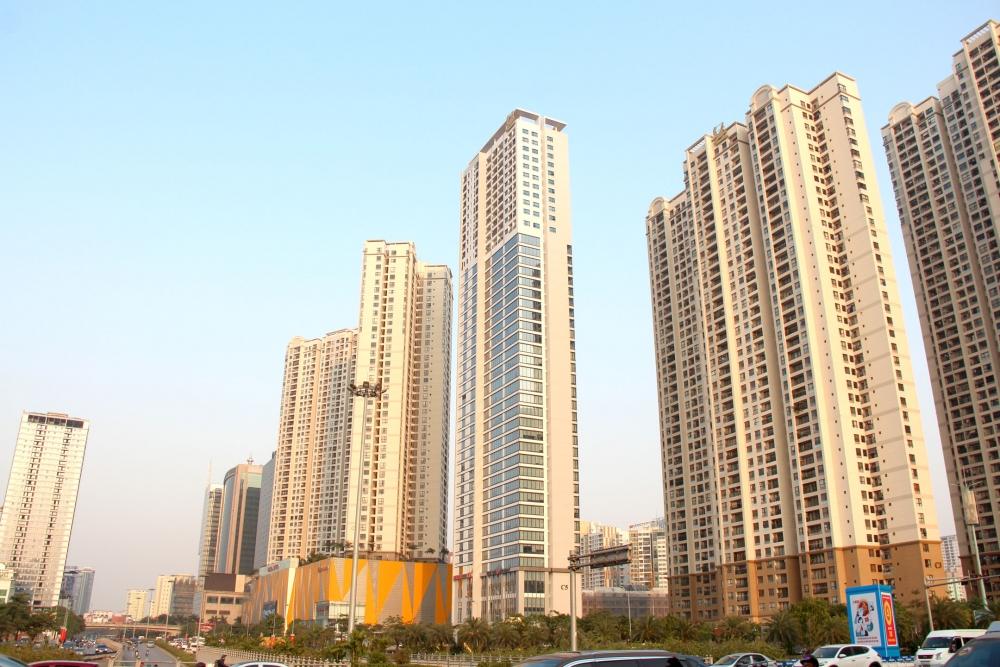 Vì sao thu nhập giảm, giá bất động sản tăng?