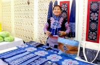Cô giáo người H'Mông giữ nghề truyền thống