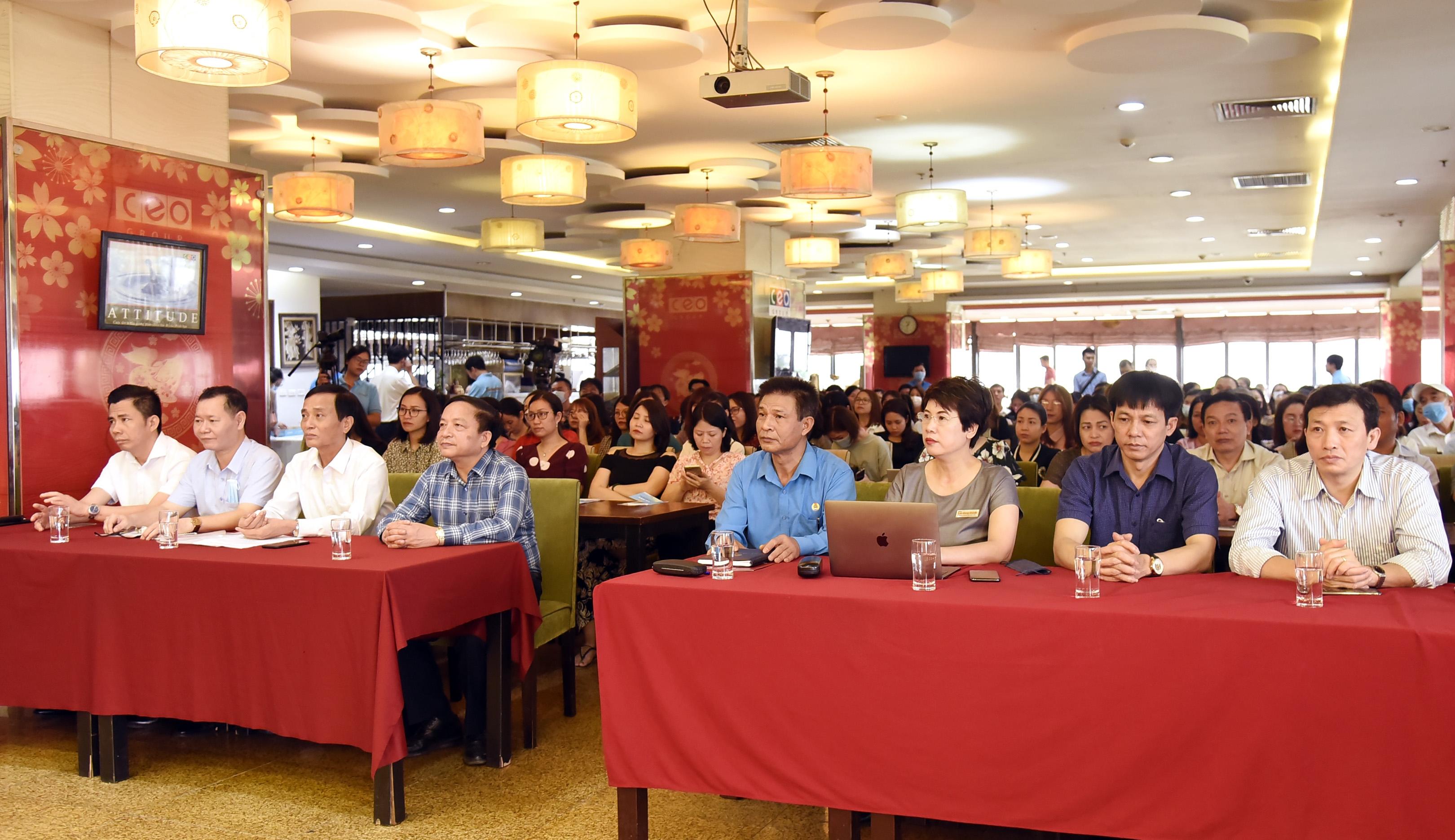 Trực tuyến hình ảnh: Gần 300 công nhân viên chức lao động tham gia đối thoại về pháp luật Lao động, pháp luật Bầu cử