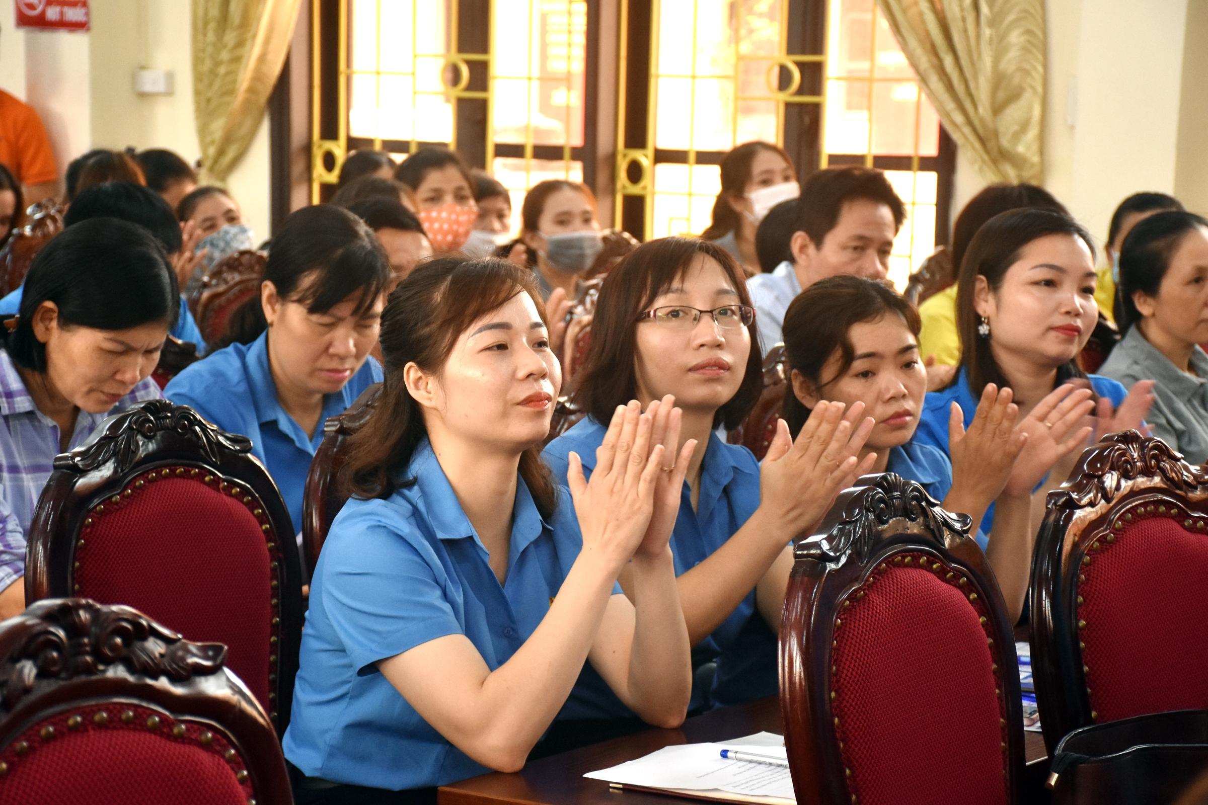 Đang giao lưu trực tuyến: Những điểm mới trong Bộ luật Lao động liên quan đến công nhân, viên chức, lao động