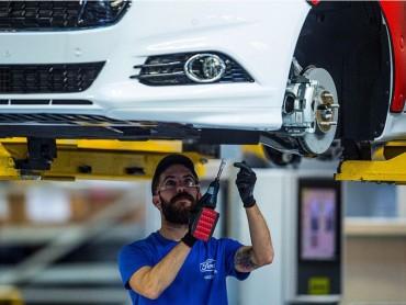 Ford Motor sẽ cắt giảm 1.400 việc làm