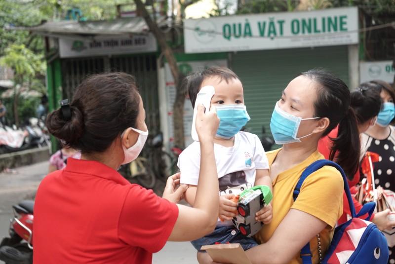Học sinh khối mầm non và tiểu học Thủ đô trở lại trường học an toàn