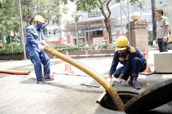 Người lao động mưu sinh trong nắng cháy