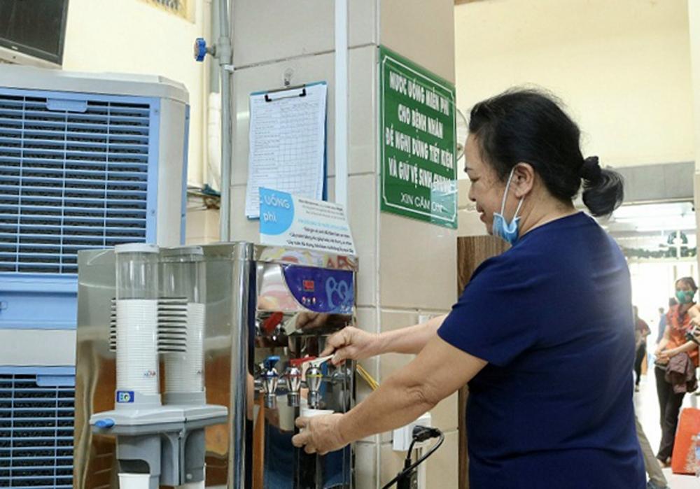 """Nhiều giải pháp """"giảm nhiệt"""" nắng nóng tại bệnh viện"""
