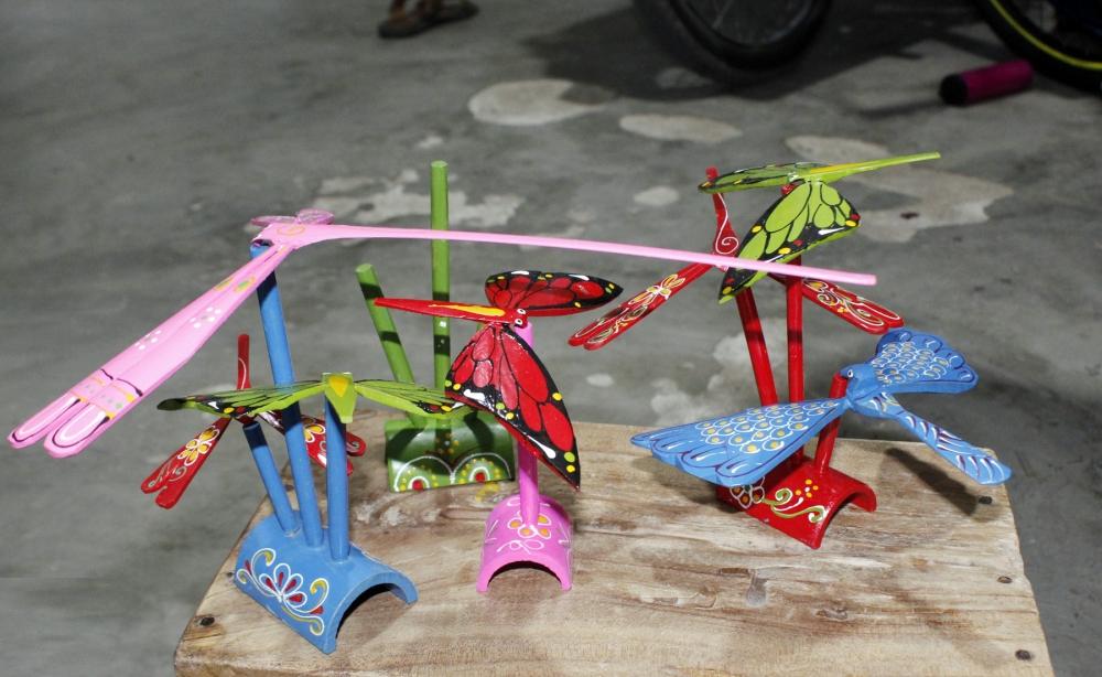 Ngắm chuồn chuồn tre rực rỡ sắc màu ở Thạch Xá