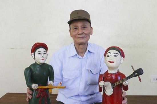 """Người """"giữ hồn"""" phường rối nước Chàng Sơn"""