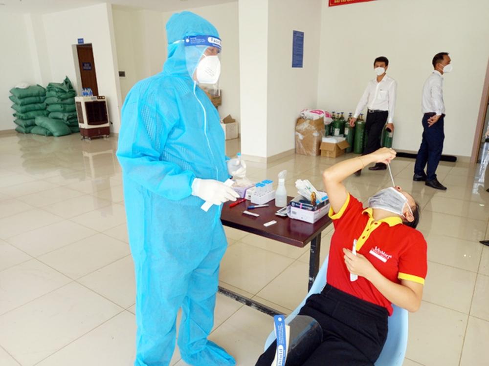 Người dân tự test nhanh Covid-19 tại nhà: Hạn chế nguy cơ lây nhiễm cho người dân