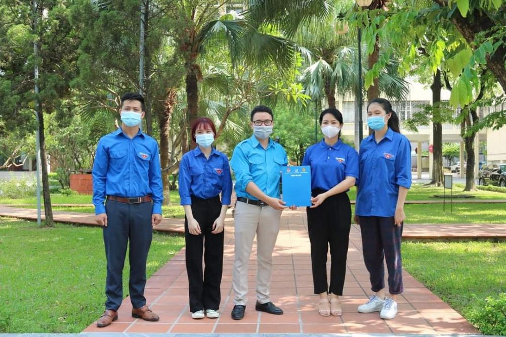 Sinh viên đón Quốc khánh đặc biệt ở Thủ đô