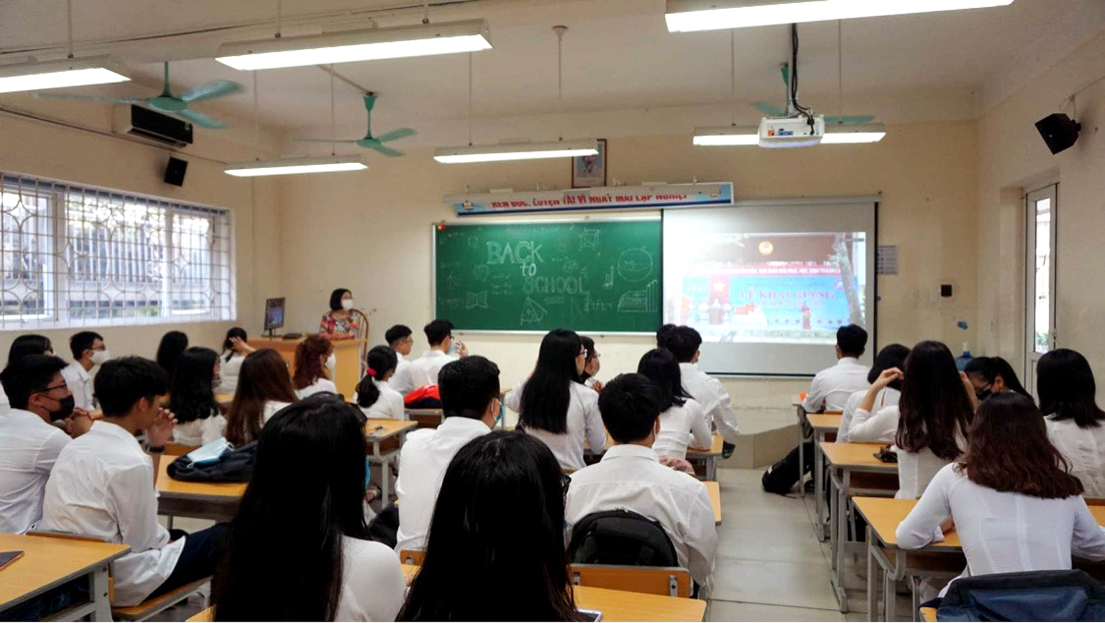 Học sinh Thủ đô hân hoan chào đón năm học mới 2020   2021