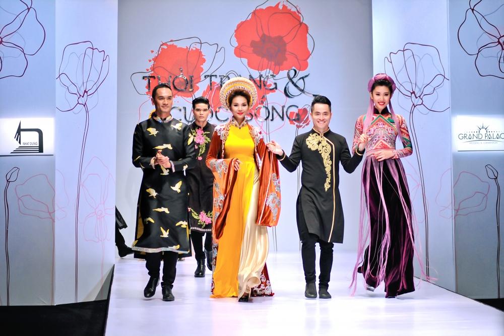 Áo dài Việt Nam vượt qua giá trị thời trang