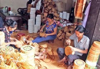 Nhìn từ làng nghề mây tre đan