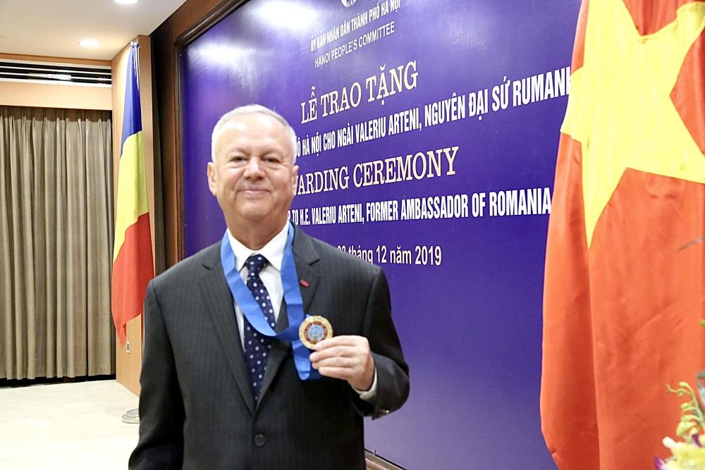 Chuyện ngài Đại sứ - Công dân danh dự Thủ đô