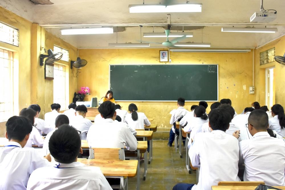 Cho phép học sinh sử dụng điện thoại trong lớp học: Đừng để lợi bất cập hại