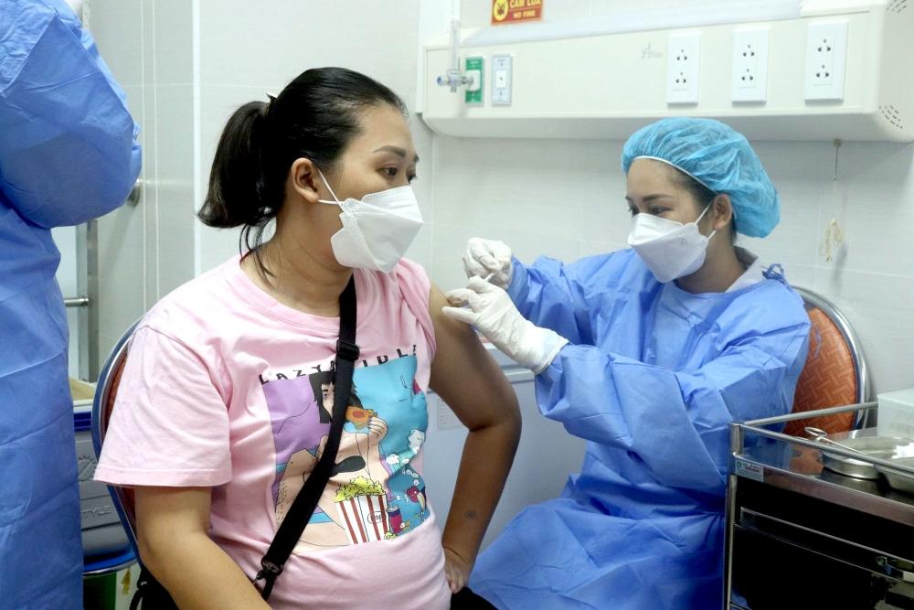 Phủ vắc xin phòng dịch cho phụ nữ mang thai