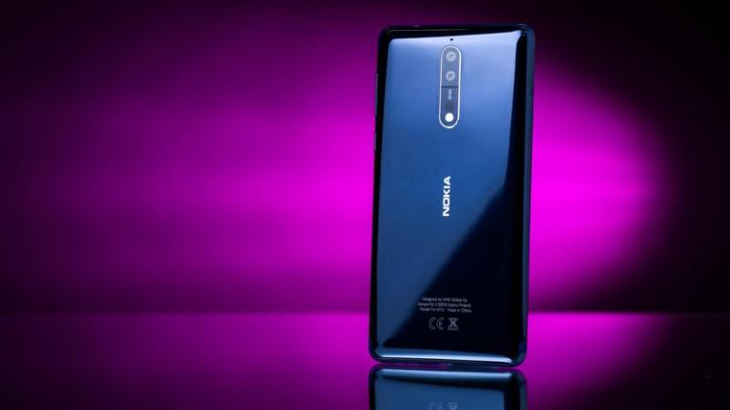 Video thử nghiệm độ bền Nokia 8 nung nóng, cào xước màn hình