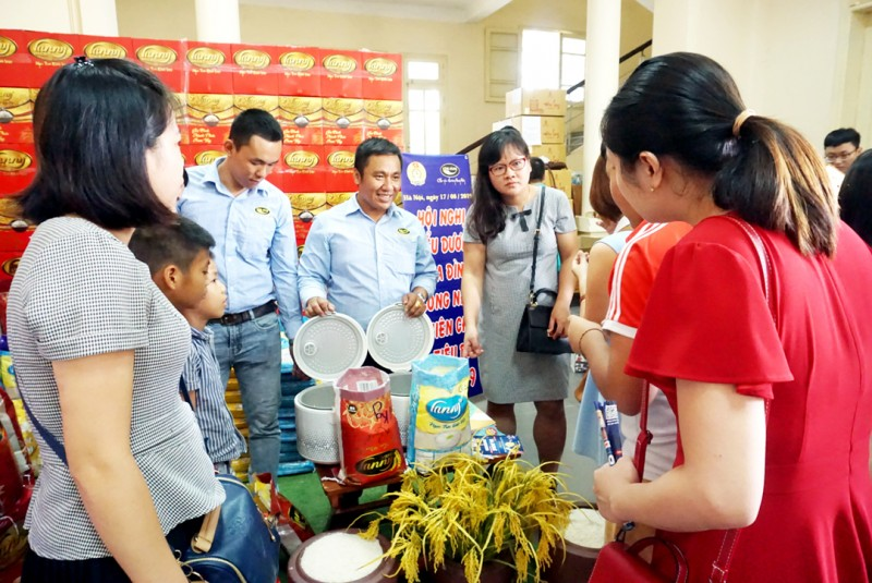 Giúp công nhân lao động thay đổi  thói quen tiêu dùng
