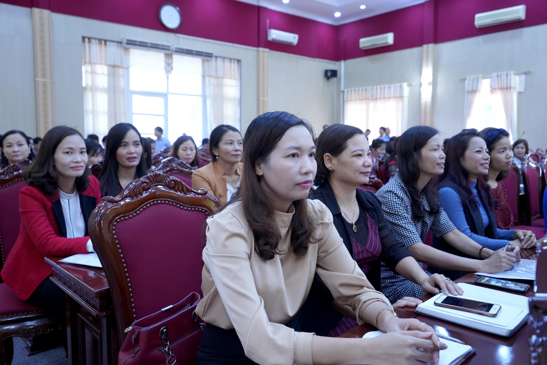 Trực tuyến hình ảnh: Giải đáp những vướng mắc về pháp luật lao động cho gần 300 công nhân, viên chức, lao động