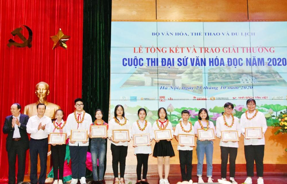 Phát triển văn hóa đọc trong cộng đồng: Từng bước nâng tầm trí tuệ Việt