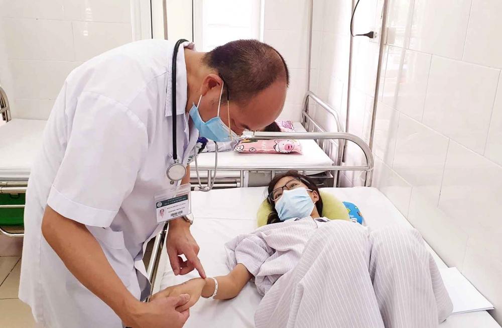 Cảnh báo nhầm lẫn triệu chứng sốt xuất huyết và Covid-19