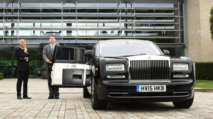 """Lái """"xế"""" sang Rolls-Royce khó cỡ nào?"""