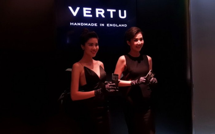 Smartphone cánh chim hạng sang Vertu Signature Touch tại VN
