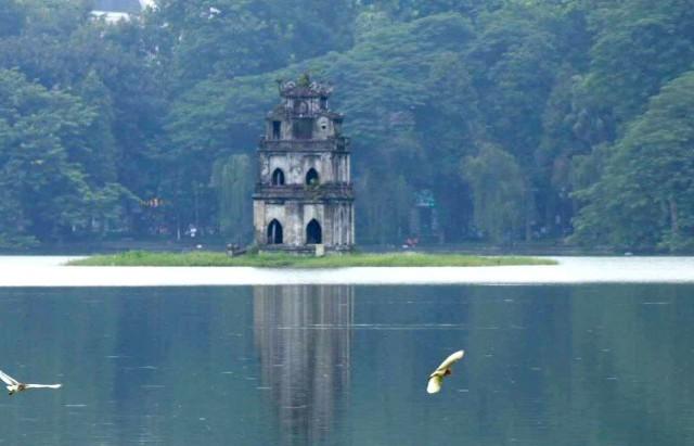 Hồ Gươm gắn liền cuộc sống người dân Hà Nội