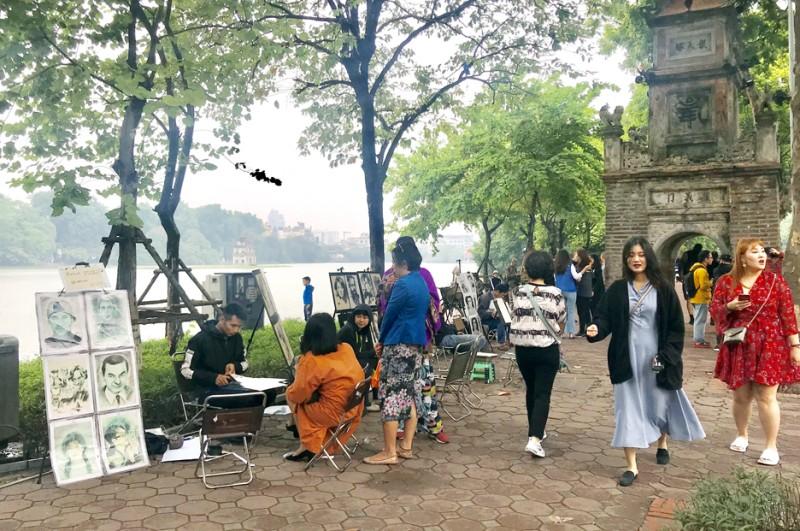 Nên mở rộng không gian đi bộ quanh Hồ Hoàn Kiếm