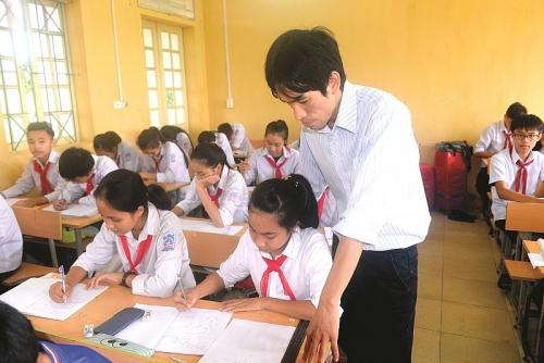 Thầy giáo tâm huyết với sự nghiệp trồng người