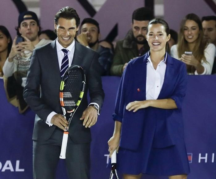 Nadal khiến siêu mẫu cởi đồ khi chơi tennis