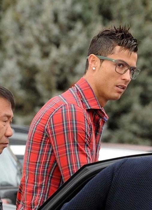 Ronaldo đi sửa mũi, là gay chính hiệu