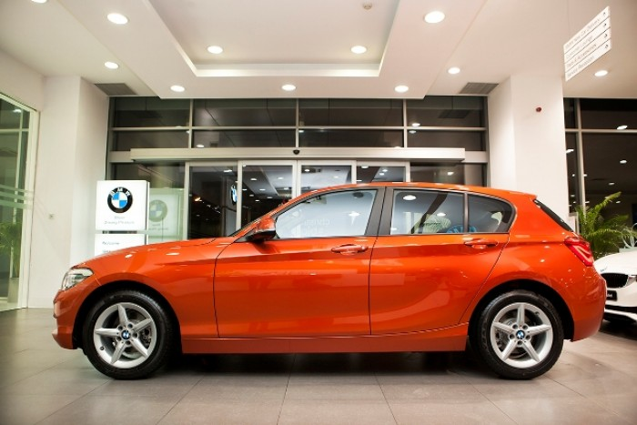 BMW series 1 chạy 100 km hết 5 lít xăng